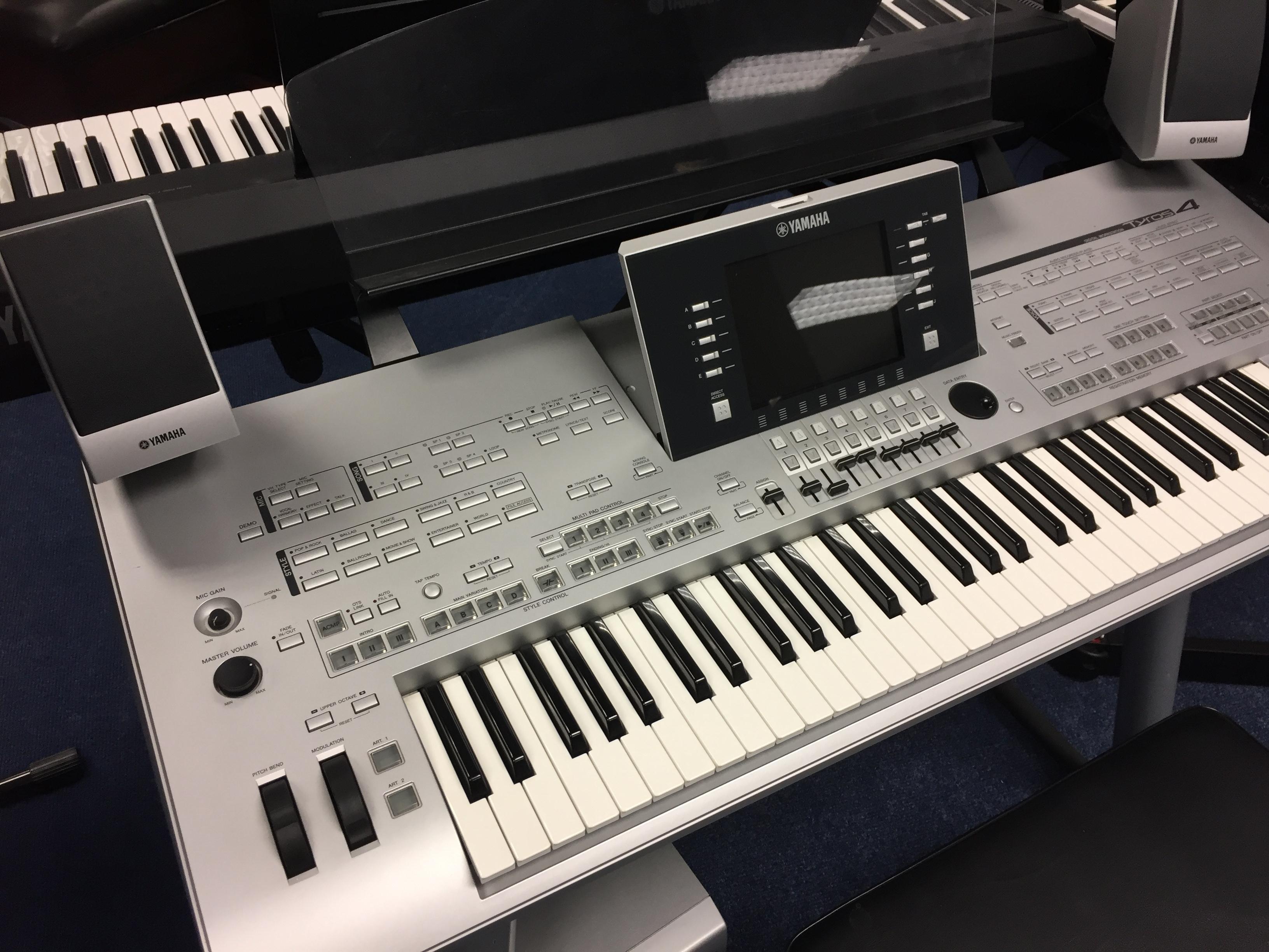 keyboards yamaha tyros 4 inc speakers. Black Bedroom Furniture Sets. Home Design Ideas